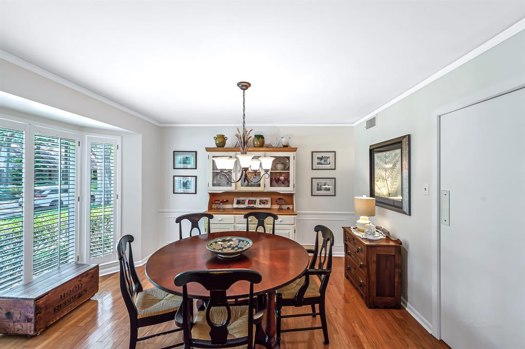 Briargrove Park, Houston House for sale, House with a pool,    10006 Cedar Creek  Drive Houston, TX 77042 12