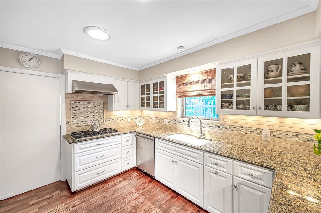 Briargrove Park, Houston House for sale, House with a pool,    10006 Cedar Creek  Drive Houston, TX 77042 20