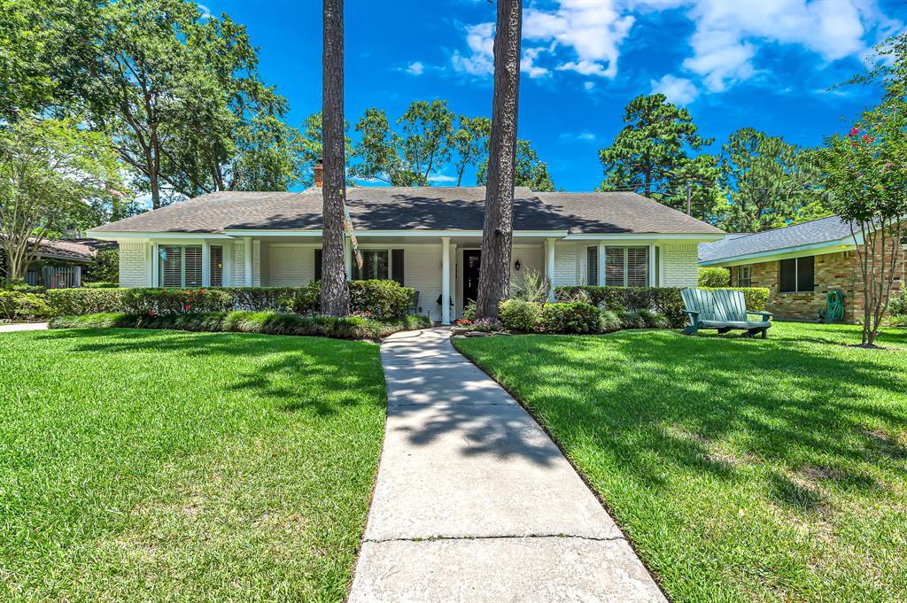 Briargrove Park, Houston House for sale, House with a pool,    10006 Cedar Creek  Drive Houston, TX 77042 4