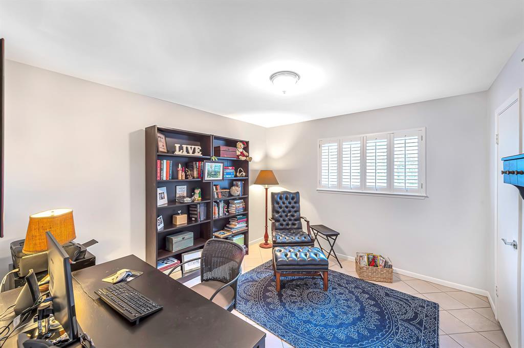 Briargrove Park, Houston House for sale, House with a pool,    10006 Cedar Creek  Drive Houston, TX 77042 24