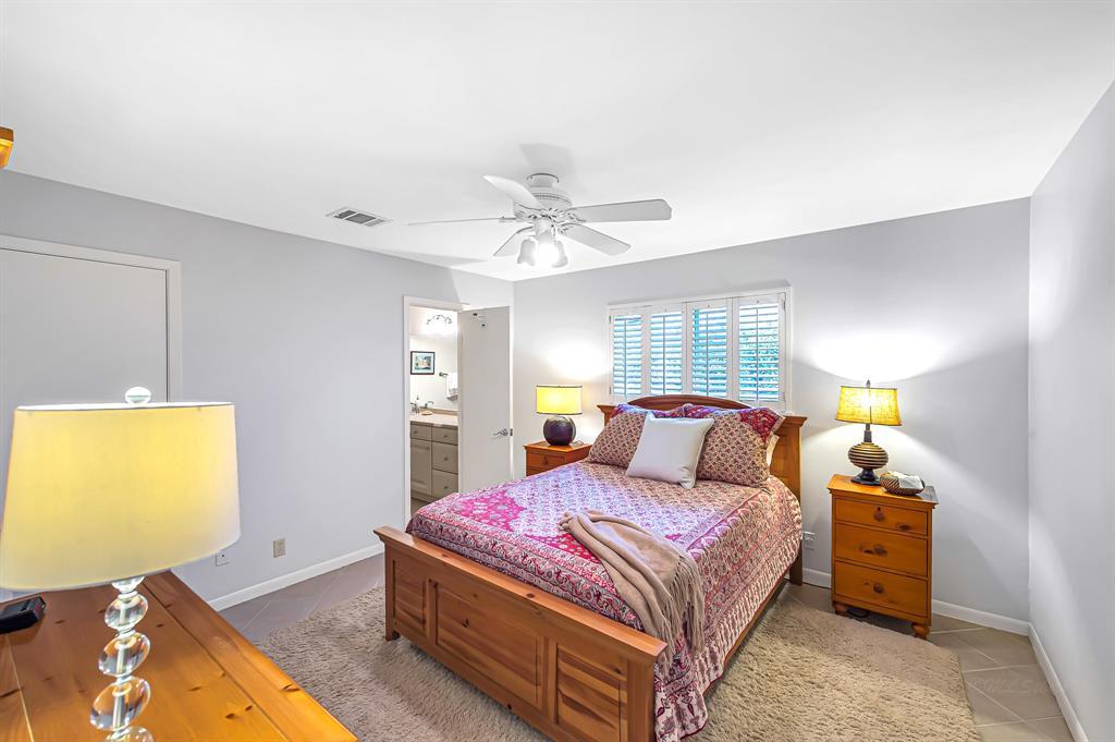 Briargrove Park, Houston House for sale, House with a pool,    10006 Cedar Creek  Drive Houston, TX 77042 25