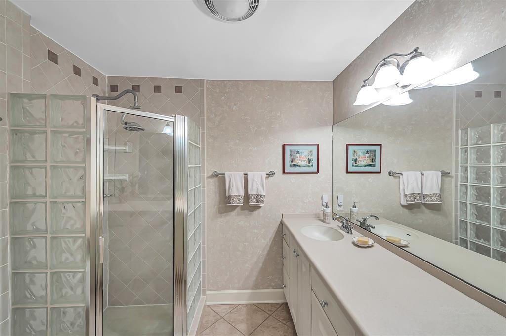 Briargrove Park, Houston House for sale, House with a pool,    10006 Cedar Creek  Drive Houston, TX 77042 26