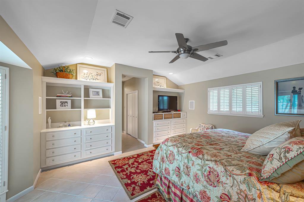 Briargrove Park, Houston House for sale, House with a pool,    10006 Cedar Creek  Drive Houston, TX 77042 27