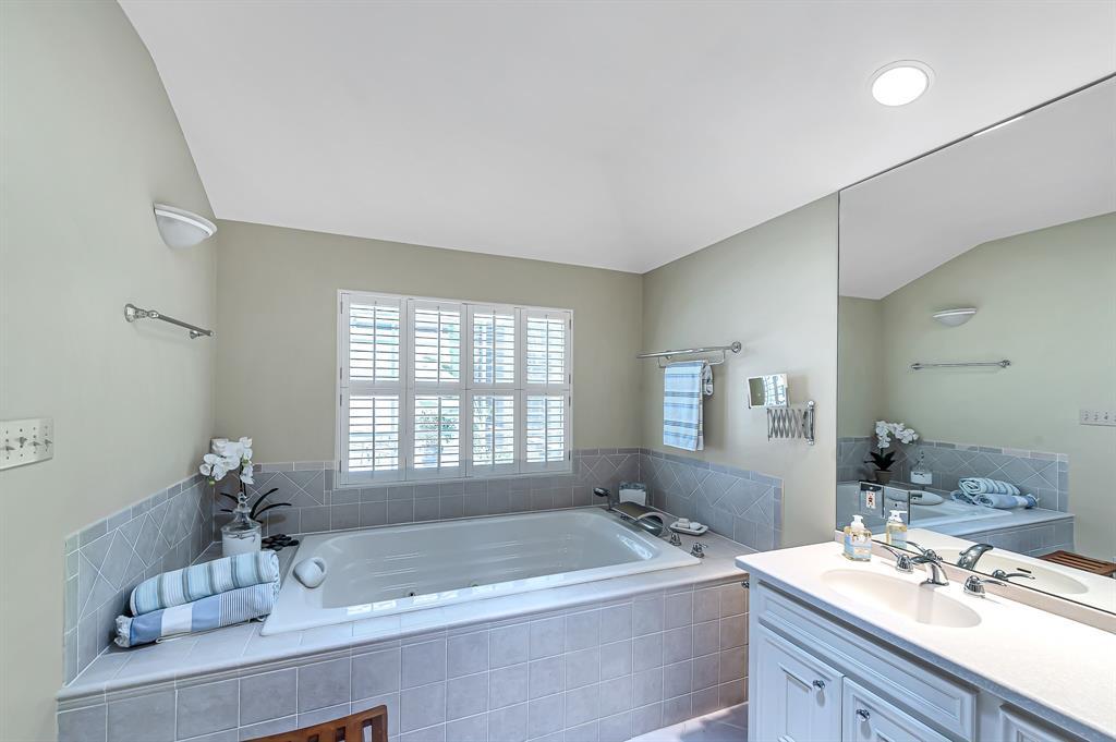 Briargrove Park, Houston House for sale, House with a pool,    10006 Cedar Creek  Drive Houston, TX 77042 30