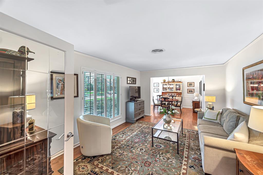 Briargrove Park, Houston House for sale, House with a pool,    10006 Cedar Creek  Drive Houston, TX 77042 10