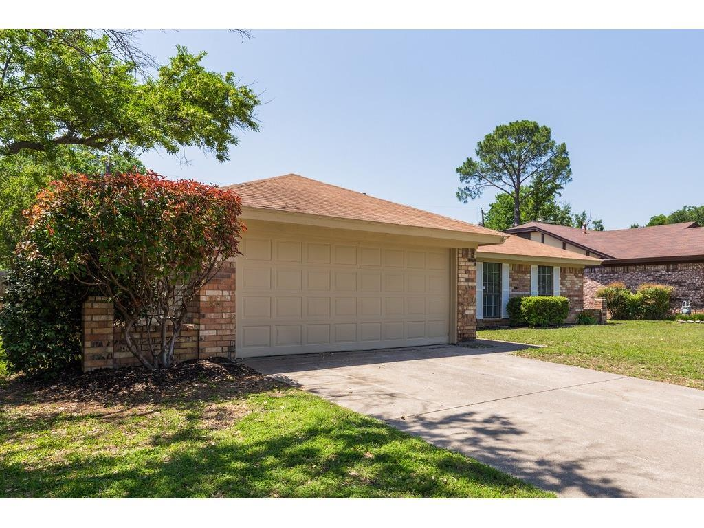 Sold Property | 905 Columbus Court Bedford, Texas 76022 2