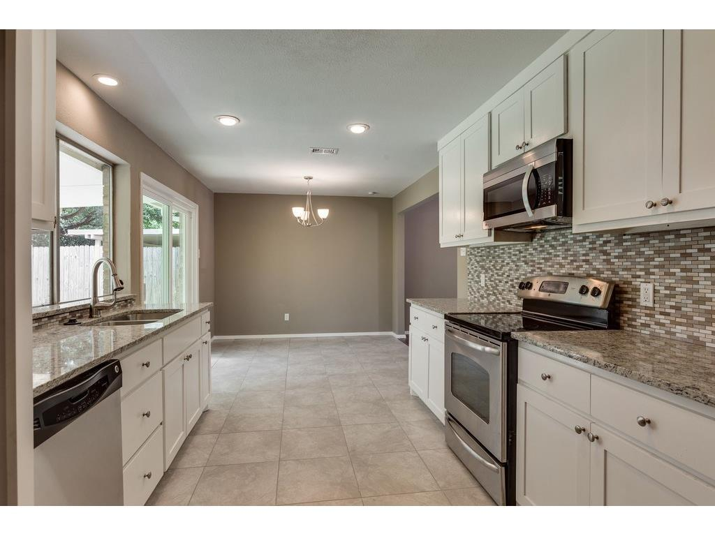 Sold Property | 924 Columbus Court Bedford, Texas 76022 3