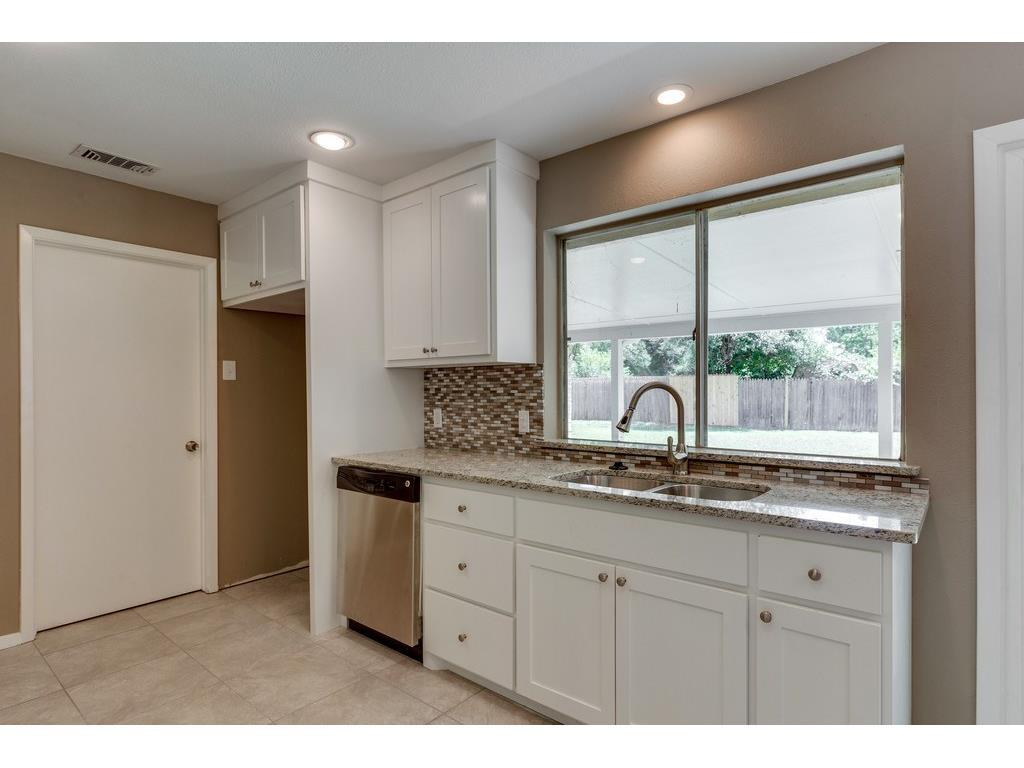 Sold Property | 924 Columbus Court Bedford, Texas 76022 4