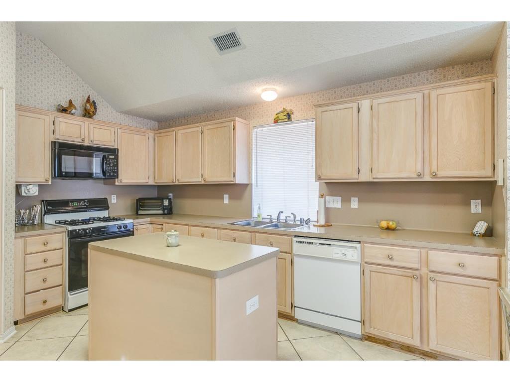 Sold Property | 1214 Belmont  Drive Grand Prairie, TX 75052 11