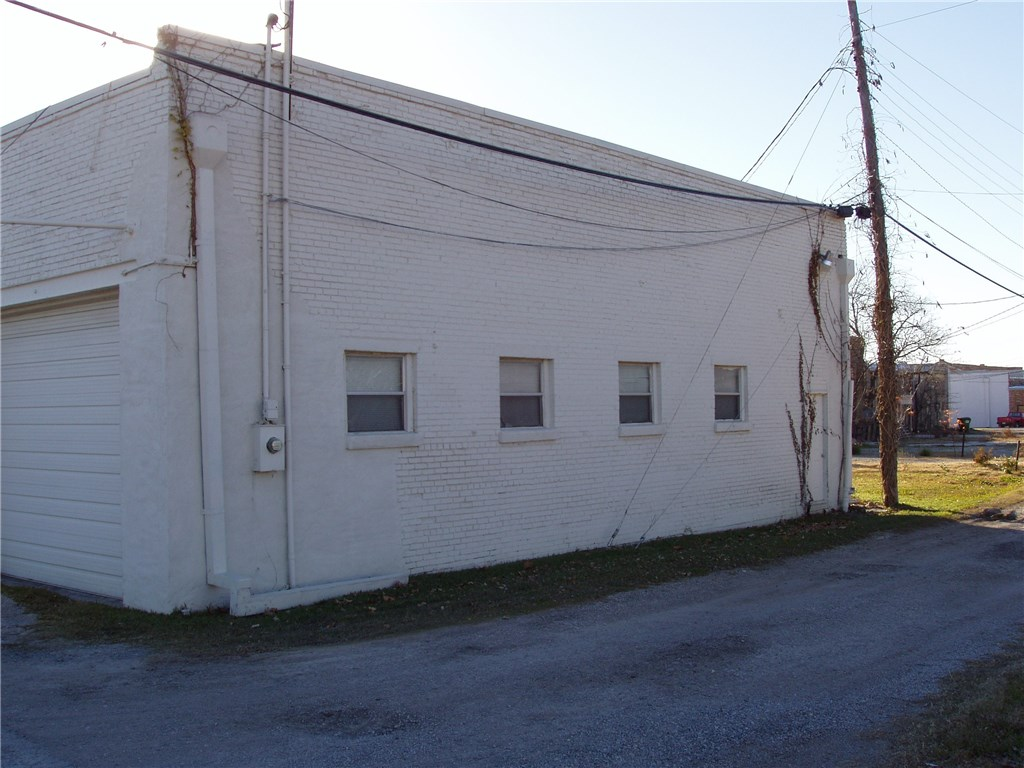 Pending | 203 W Pecan Street Celina, Texas 75009 2