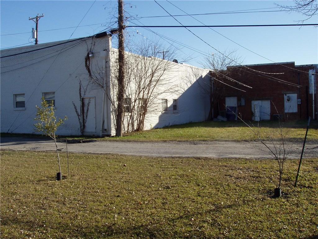 Pending | 203 W Pecan Street Celina, Texas 75009 3