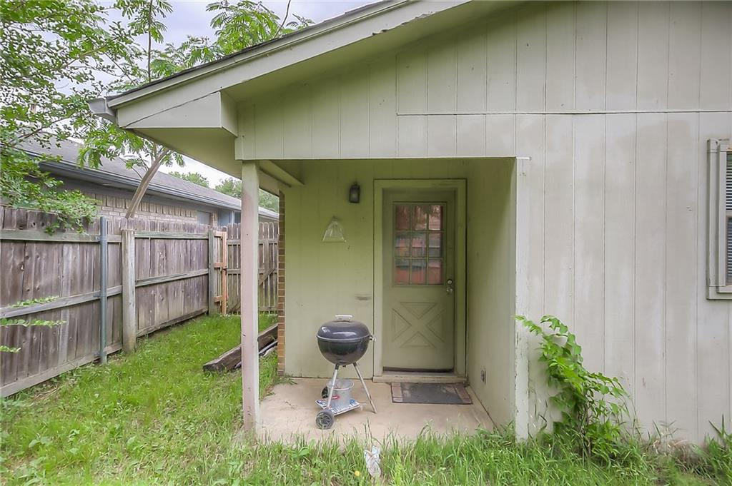 Sold Property | 301 Gardenview Street Denton, Texas 76207 3
