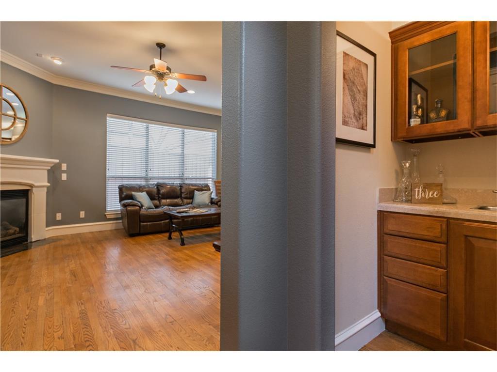 Sold Property | 2616 N Henderson  Avenue Dallas, TX 75206 3
