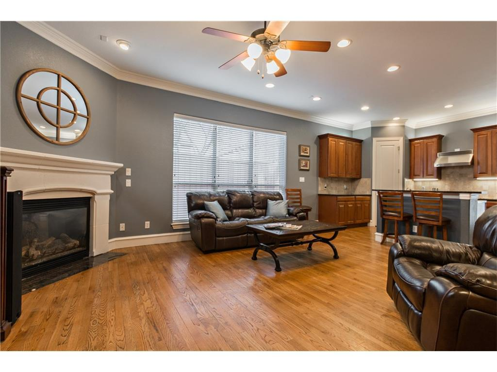 Sold Property | 2616 N Henderson  Avenue Dallas, TX 75206 4