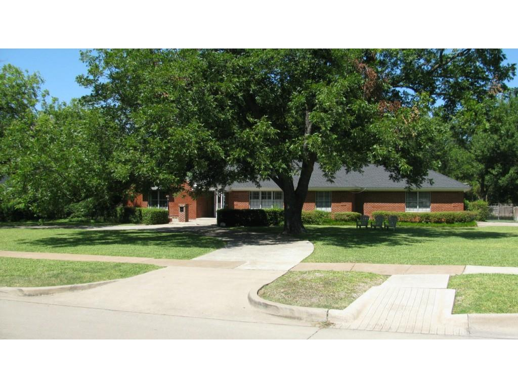 Leased | 8379 Forest Hills Boulevard Dallas, Texas 75218 1