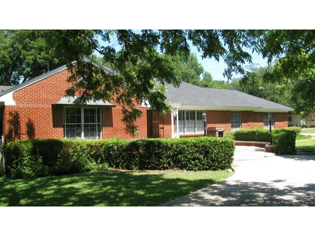 Leased | 8379 Forest Hills Boulevard Dallas, Texas 75218 2