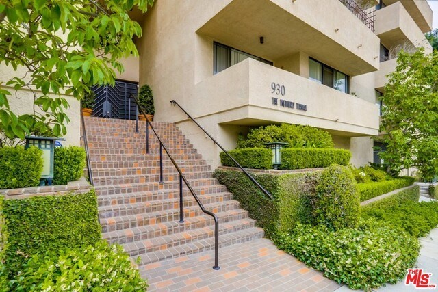 Closed | 930 N WETHERLY  Drive #302 West Hollywood, CA 90069 1