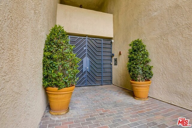 Closed | 930 N WETHERLY  Drive #302 West Hollywood, CA 90069 2