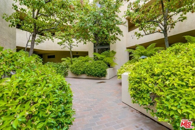 Closed | 930 N WETHERLY  Drive #302 West Hollywood, CA 90069 4