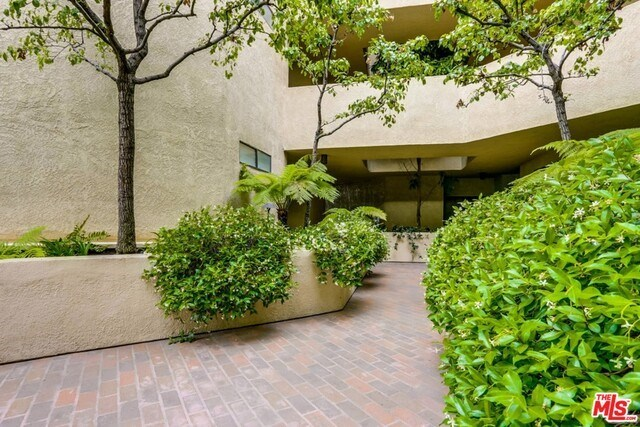 Closed | 930 N WETHERLY  Drive #302 West Hollywood, CA 90069 5