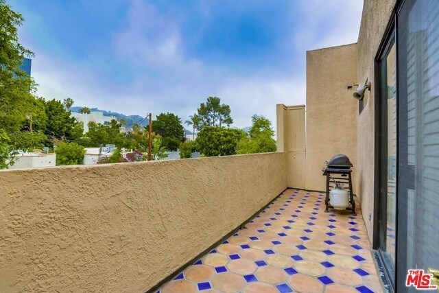Closed | 930 N WETHERLY  Drive #302 West Hollywood, CA 90069 41