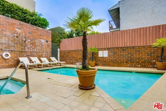 Closed | 930 N WETHERLY  Drive #302 West Hollywood, CA 90069 47