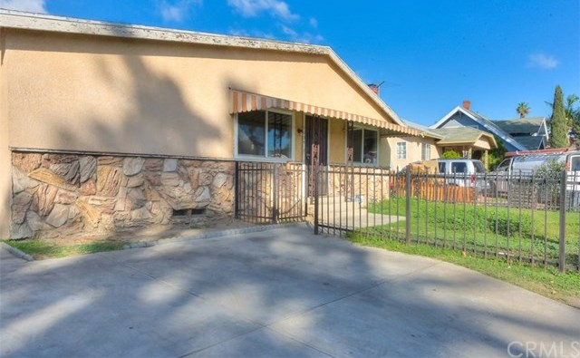 Closed | 1035 W 69th Street Los Angeles, CA 90044 3