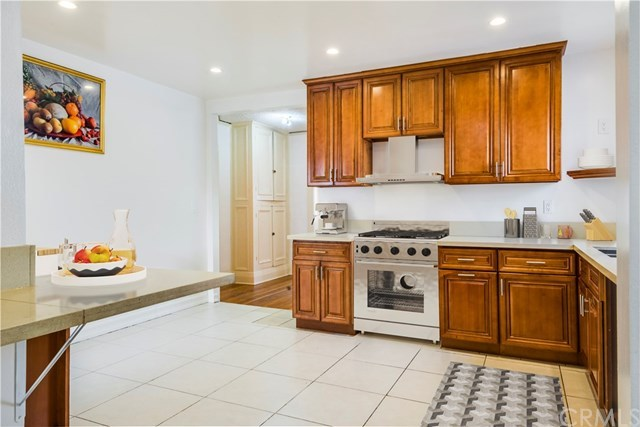 Closed | 5324 Hillcrest Drive Los Angeles, CA 90043 10