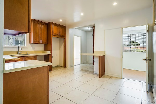 Closed | 5324 Hillcrest Drive Los Angeles, CA 90043 26