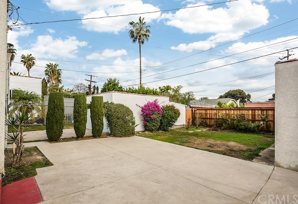 Closed | 5324 Hillcrest Drive Los Angeles, CA 90043 49