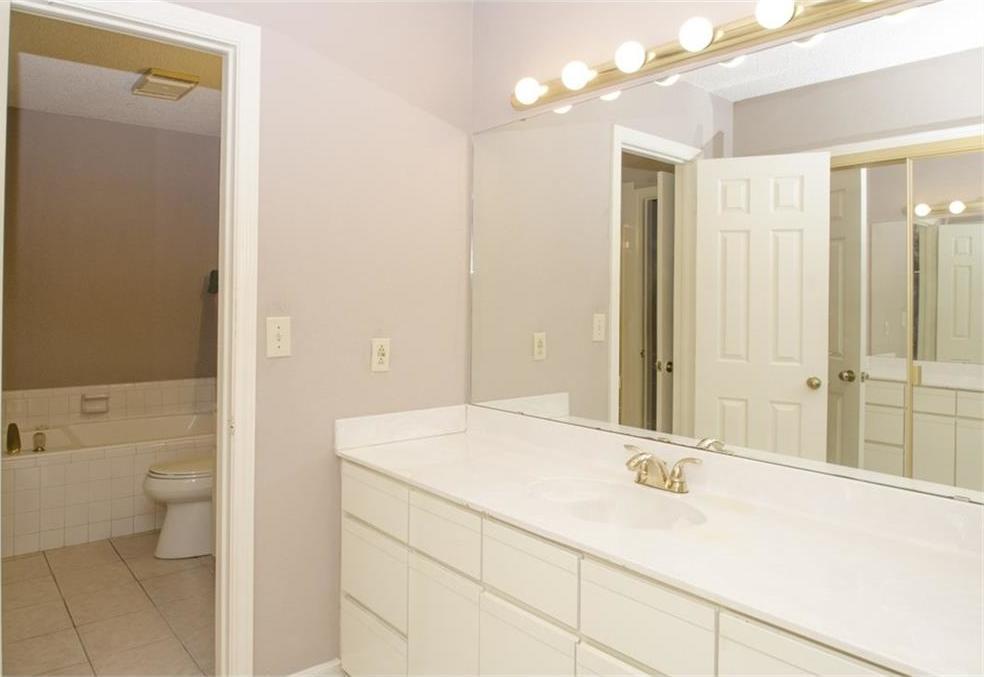 Sold Property | 4716 Village Oak Drive Arlington, Texas 76017 10