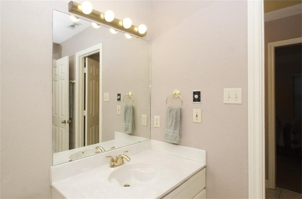 Sold Property | 4716 Village Oak Drive Arlington, Texas 76017 11