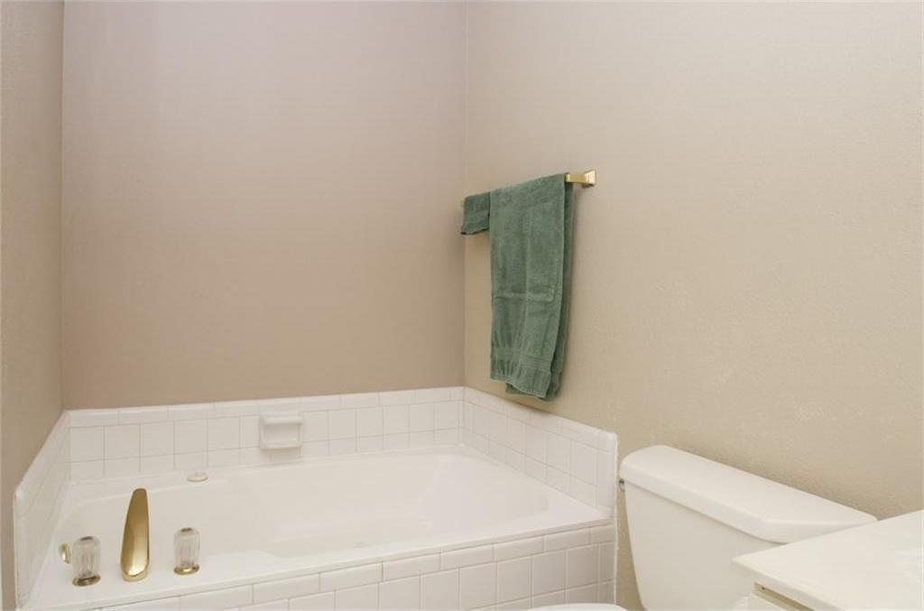 Sold Property | 4716 Village Oak Drive Arlington, Texas 76017 12