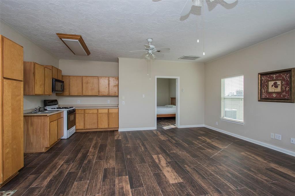 Active | 17551 Mathis  Road Waller, TX 77484 33