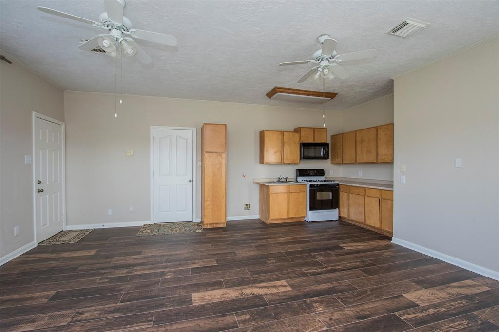 Active | 17551 Mathis  Road Waller, TX 77484 34