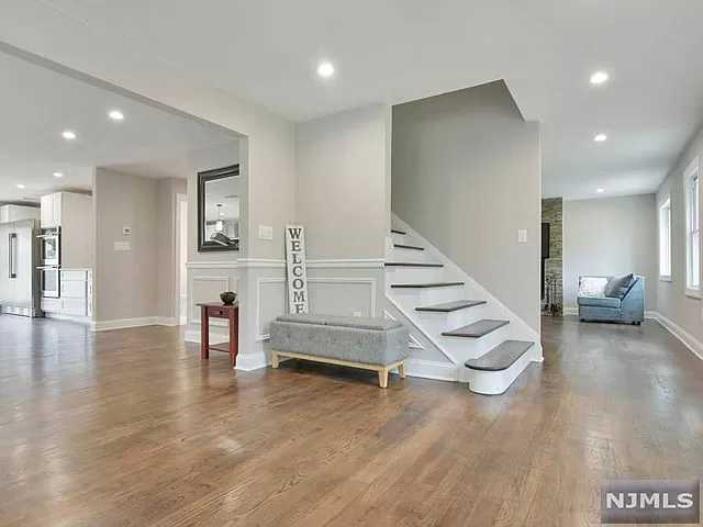 Active | 120 Greenwich Drive Bergenfield, NJ 07621 4