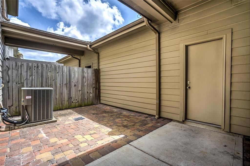 Option Pending   2739 Windy Thicket  Lane Houston, TX 77082 21