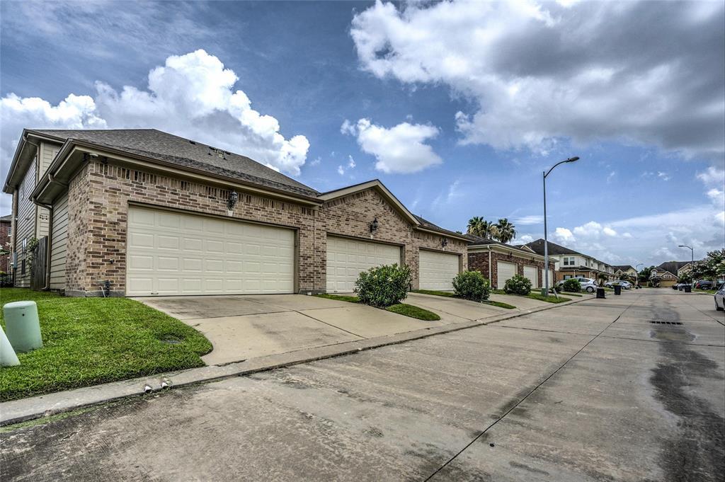 Option Pending   2739 Windy Thicket  Lane Houston, TX 77082 25