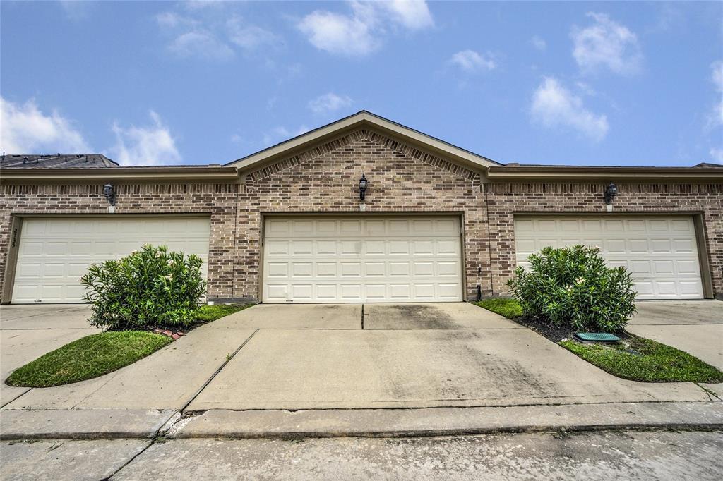 Option Pending   2739 Windy Thicket  Lane Houston, TX 77082 3