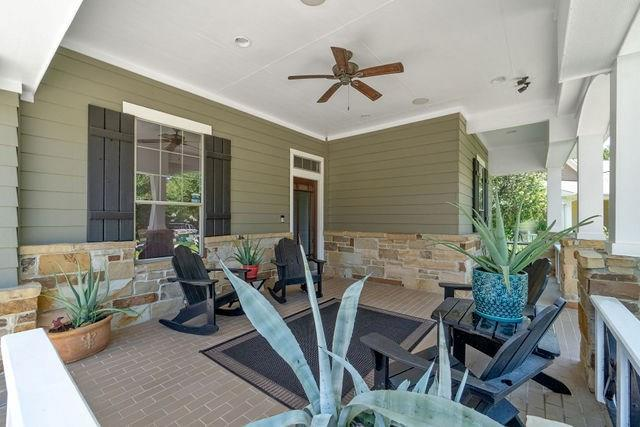 Pending | 22 Silver Lute  Place The Woodlands, TX 77381 2