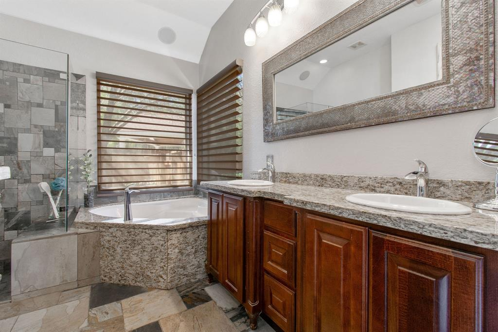 Pending | 22 Silver Lute  Place The Woodlands, TX 77381 17