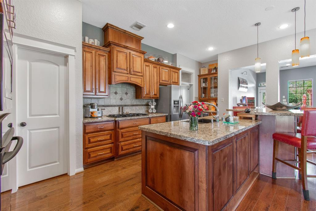 Pending | 22 Silver Lute  Place The Woodlands, TX 77381 7