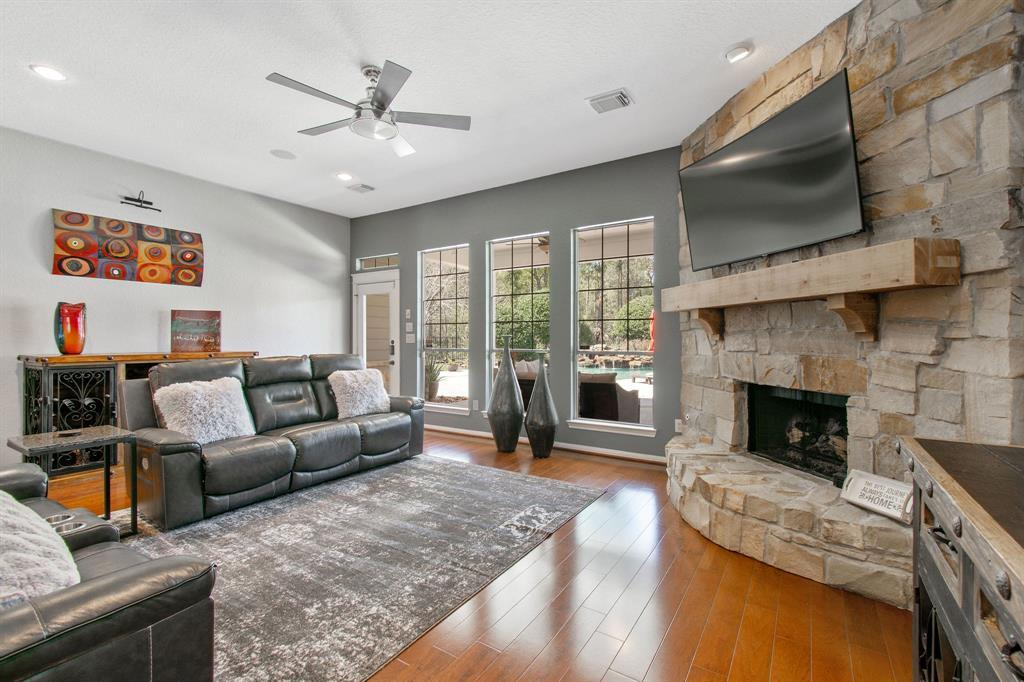 Pending | 22 Silver Lute  Place The Woodlands, TX 77381 12