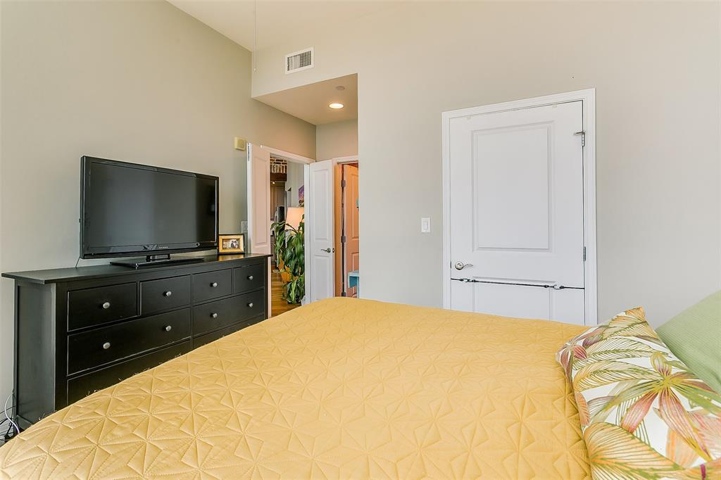 Active | 500 Throckmorton Street #1507 Fort Worth, Texas 76102 17