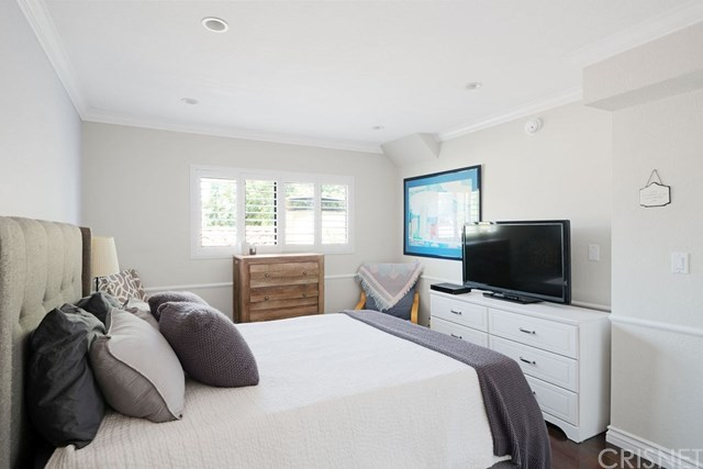 Closed | 839 S Holt  Avenue #101 Los Angeles, CA 90035 8