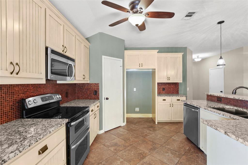 DFW Real Estate | 4100 Vinyard  Way Denton, TX 76226 10