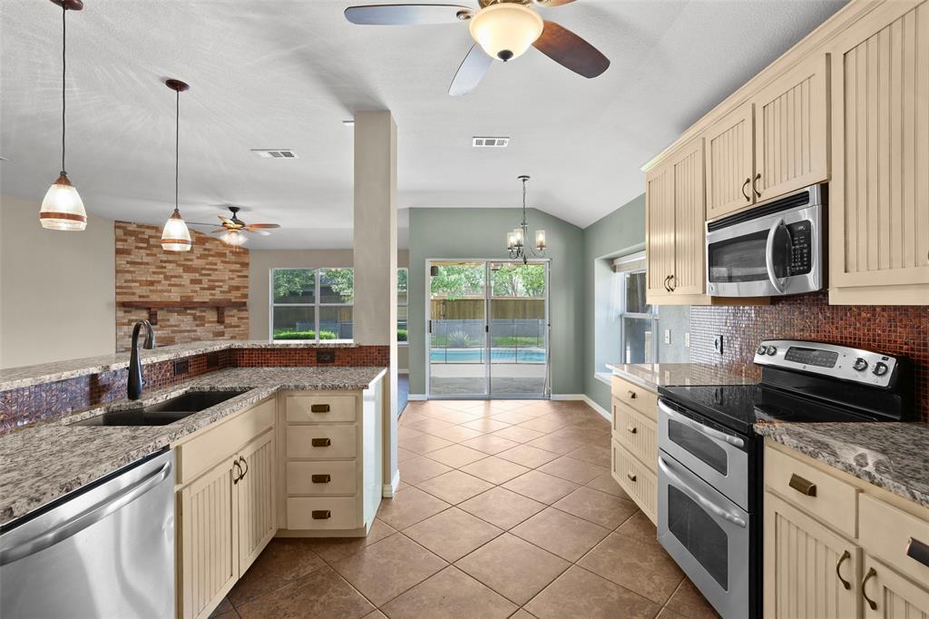 DFW Real Estate | 4100 Vinyard  Way Denton, TX 76226 11