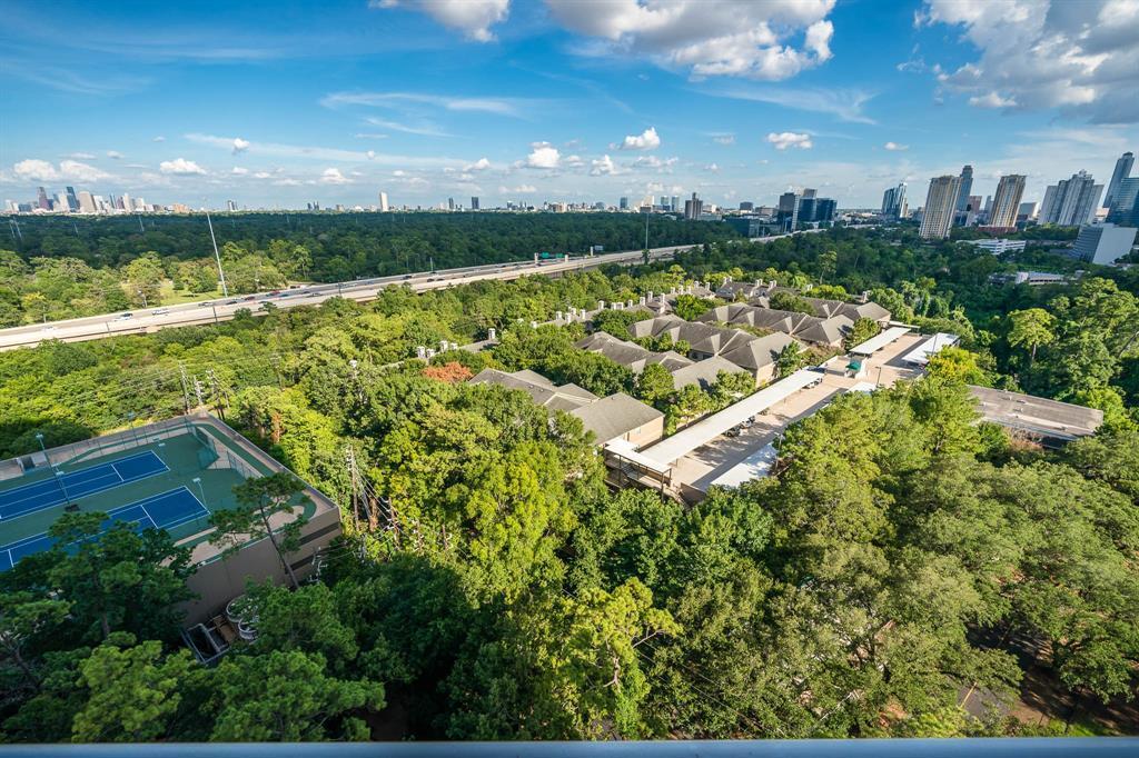 Active | 121 N Post Oak  Lane #1605 Houston, TX 77024 38