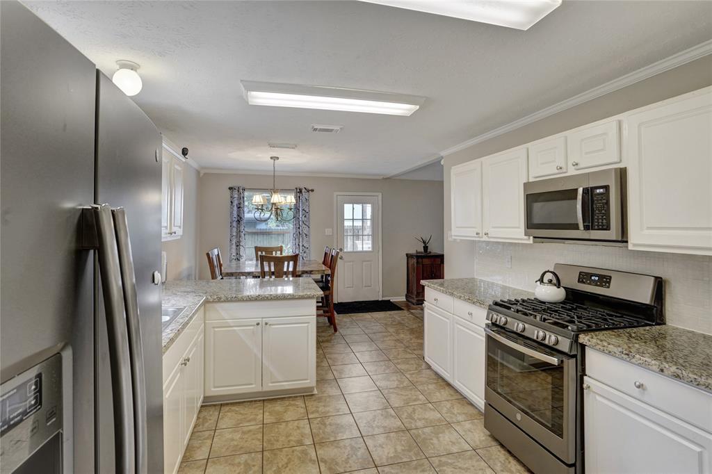 Pending   22631 August Leaf  Drive Tomball, TX 77375 10