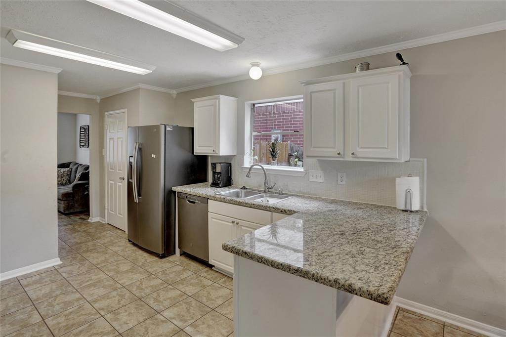 Pending   22631 August Leaf  Drive Tomball, TX 77375 11